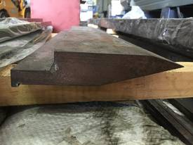 NEW  ./ SOIL SOILED 610mm x Double Knife Top Tool - picture0' - Click to enlarge