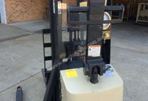 Crown 20MT90A Walkie Straddle Forklift
