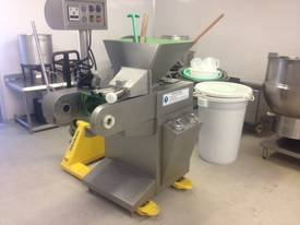 CMTH84 - Cheese Moulder