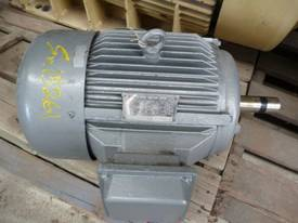 TECO 15HP 3 PHASE ELECTRIC MOTOR/ 1465RPM - picture2' - Click to enlarge