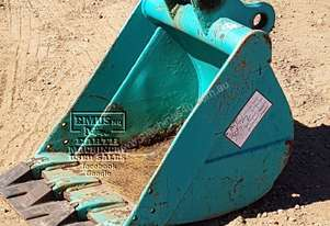 Excavator Bucket w/- Earth Plates 5T