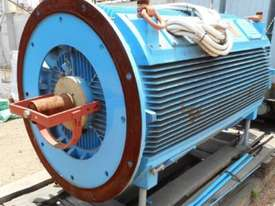 800 kw 8 pole 415 v AC Electric Motor - picture2' - Click to enlarge