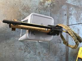 Enerpac Two Speed Hydraulic Hand Pump Porta Power P392 10000 PSI - picture0' - Click to enlarge