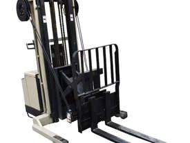 Crown 1.5T Walkie Reach Stacker Forklift with 4.2m lift FOR SALE - picture3' - Click to enlarge