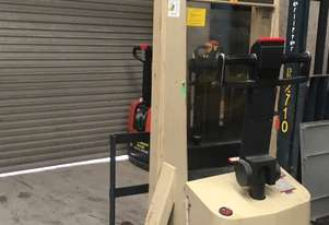 Crown forklift   Stacker
