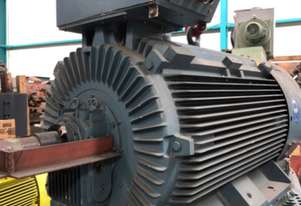 670 kw 900 hp 2 pole 690 volt AC Electric Motor