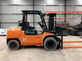Toyota 4 Tonne Dual Wheel / Wide Carriage Forklift - picture0' - Click to enlarge