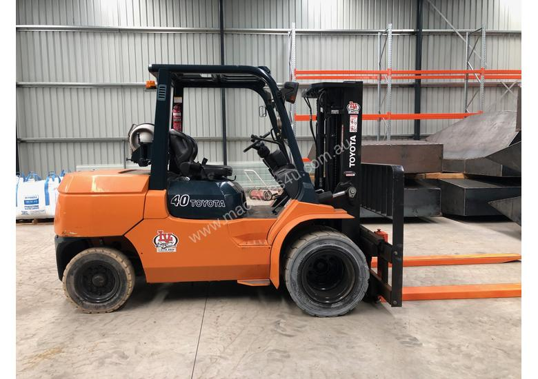 Toyota 4 Tonne Dual Wheel / Wide Carriage Forklift