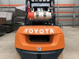 Toyota 4 Tonne Dual Wheel / Wide Carriage Forklift - picture1' - Click to enlarge