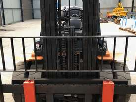 Toyota 4 Tonne Dual Wheel / Wide Carriage Forklift - picture2' - Click to enlarge