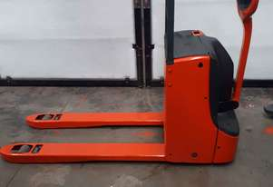 Used Forklift:  T16 Genuine Preowned Linde 1.6t