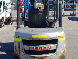 Nissan 2500kg Diesel Forklift with 4750mm Three Stage Mast & Side-Shift - picture2' - Click to enlarge