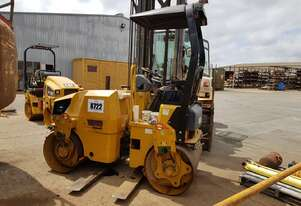 2010 Caterpillar CB24 Dual Vibrating Smooth Drum Roller *CONDITIONS APPLY*
