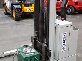 Crown 30WTF106A Walkie Stacker - picture1' - Click to enlarge