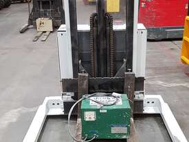 Crown 30WTF106A Walkie Stacker - picture2' - Click to enlarge