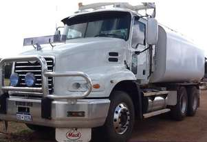 2006 MACK VISION Water Truck