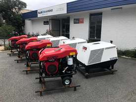 Portable Screw Compressor 25HP 64CFM  - picture0' - Click to enlarge