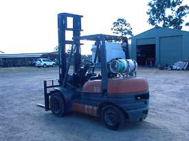 Toyota forklift 02-6FG30 - picture4' - Click to enlarge