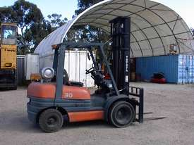 Toyota forklift 02-6FG30 - picture5' - Click to enlarge