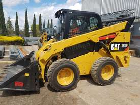 USED 2015 CAT 262D SKIDSTEER LOADER WITH LOW 1010 HOURS IN VERY GOOD CONDITION - picture0' - Click to enlarge