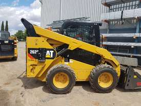 USED 2015 CAT 262D SKIDSTEER LOADER WITH LOW 1010 HOURS IN VERY GOOD CONDITION - picture9' - Click to enlarge