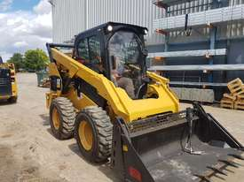 USED 2015 CAT 262D SKIDSTEER LOADER WITH LOW 1010 HOURS IN VERY GOOD CONDITION - picture11' - Click to enlarge