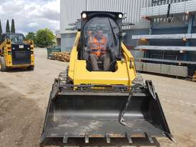 USED 2015 CAT 262D SKIDSTEER LOADER WITH LOW 1010 HOURS IN VERY GOOD CONDITION - picture13' - Click to enlarge