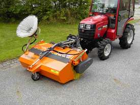 Tuchel Kompakt Road Sweeper - picture4' - Click to enlarge