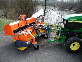 Tuchel Kompakt Road Sweeper - picture7' - Click to enlarge