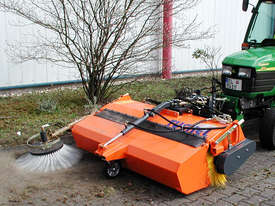Tuchel Kompakt Road Sweeper - picture8' - Click to enlarge