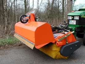 Tuchel Kompakt Road Sweeper - picture9' - Click to enlarge