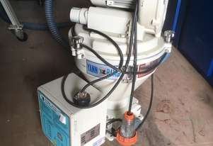 2004 AUTO LOADER INJECTION MOULD GRANULATOR TYPE BLE-6
