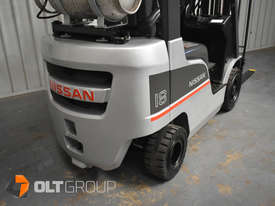 Nissan P1F1A18DU Forklift 1.8 ton LPG fork 5500mm Lift Height 3 Stage Mast - picture9' - Click to enlarge