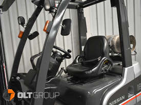 Nissan P1F1A18DU Forklift 1.8 ton LPG fork 5500mm Lift Height 3 Stage Mast - picture12' - Click to enlarge