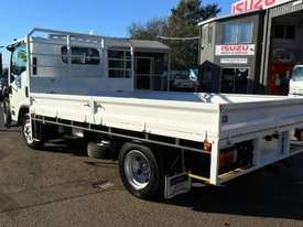 2016 Isuzu NPR 65 190 AMT MWB 5th Wheel Hitch - picture2' - Click to enlarge