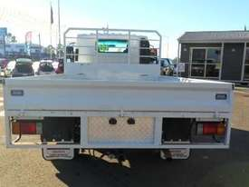 2016 Isuzu NPR 65 190 AMT MWB 5th Wheel Hitch - picture3' - Click to enlarge
