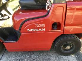 Nissan dual fuel 2.5 - picture1' - Click to enlarge