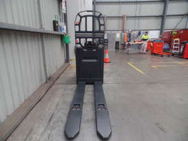 Used Forklift: N24HP Genuine Preowned Linde 2.5t - picture1' - Click to enlarge