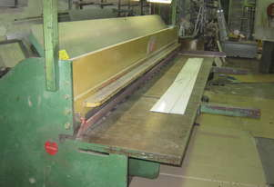 This machine is in very good condition , has no hydraulic oil leaks, shears without burr.