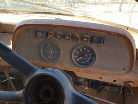 International D1830 Tray Truck - picture0' - Click to enlarge