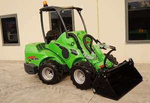 Avant 635 Articulated Mini Loader w Telescopic Boom & 4-in-1 Bucket