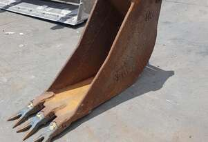 8 Tonne 350mm GP Bucket. In good used condition.  6 month warranty