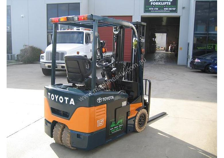TOYOTA 1.5t 3 Wheeler with Container Mast