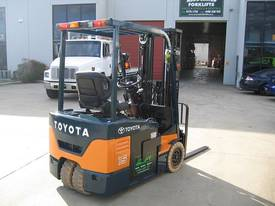 TOYOTA 1.5t 3 Wheeler with Container Mast - picture9' - Click to enlarge