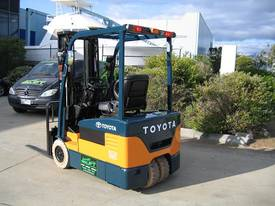 TOYOTA 1.5t 3 Wheeler with Container Mast - picture10' - Click to enlarge