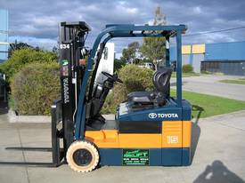 TOYOTA 1.5t 3 Wheeler with Container Mast - picture13' - Click to enlarge