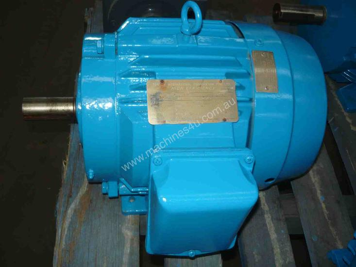 TOSHIBA 7.5HP 3 PHASE ELECTRIC MOTOR/ 2860RPM