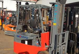 ELECTRIC FORKLIFT CONTAINER MAST 18MTH OLD BATTERY