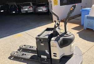 Crown   Powered Pallet Truck