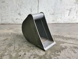 UNUSED 200MM TRENCHING BUCKET TO SUIT 0-1T EXCAVATOR E019 - picture0' - Click to enlarge